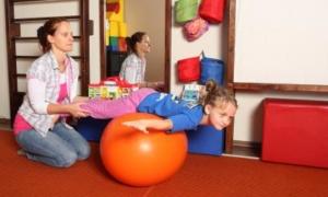bambini e scoliosi sport consigliati e da evitare 300x180 - Scoliosi. Come riconoscerla e curarla